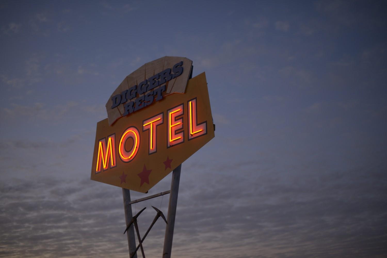 GOLDSTONE_MotelSign